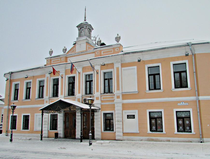Здание бывшей городской управы на ул. Лажечникова.