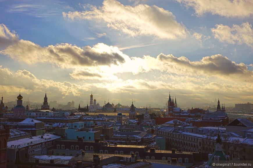 А воображение услужливо рисует картины старины глубокой, убирая современность и унося в совсем юную Москву...