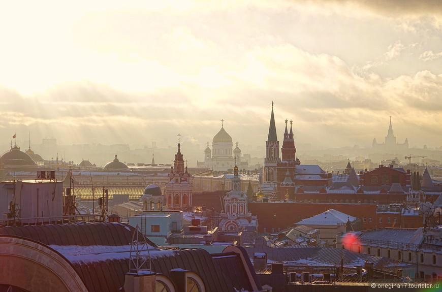 Солнце лило и лило свои лучи, согревая Москву и намекая, что пора и честь знать - время неумолимо идет вперед...