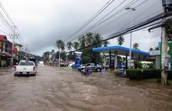 Наводнение на острове Самуи нарушило работу аэропорта