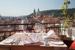 Отели Праги будут считать часы
