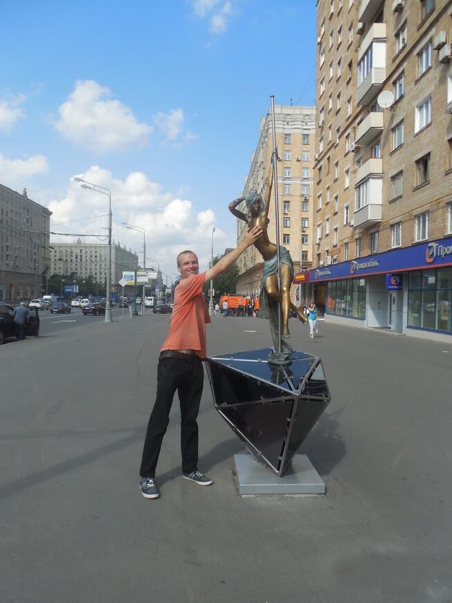 Памятник стриптизёрше