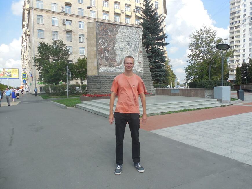 Памятник-стела Дзержинскому с мозаичным портретом