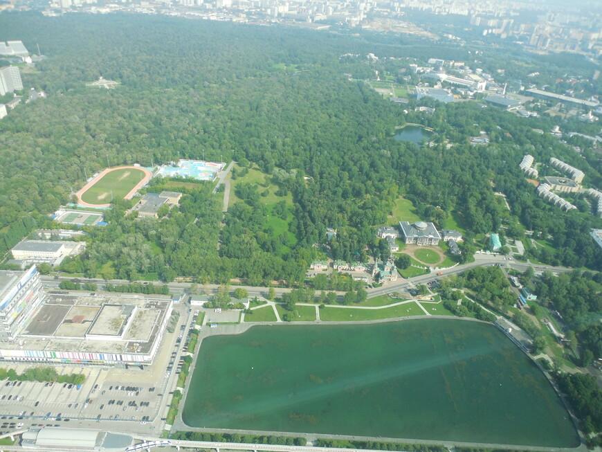 Останкинская телебашня: закрытая смотровая площадка (высота ~337 метров) - вид на Останкинский пруд, парк «Останкино», Ботанический сад и на районы СВАО
