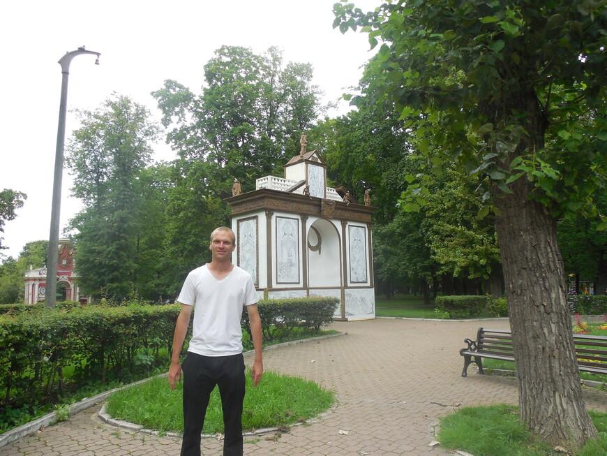 Лефортовский парк: Триумфальные ворота в честь победы в Полтавской битве и Красные ворота
