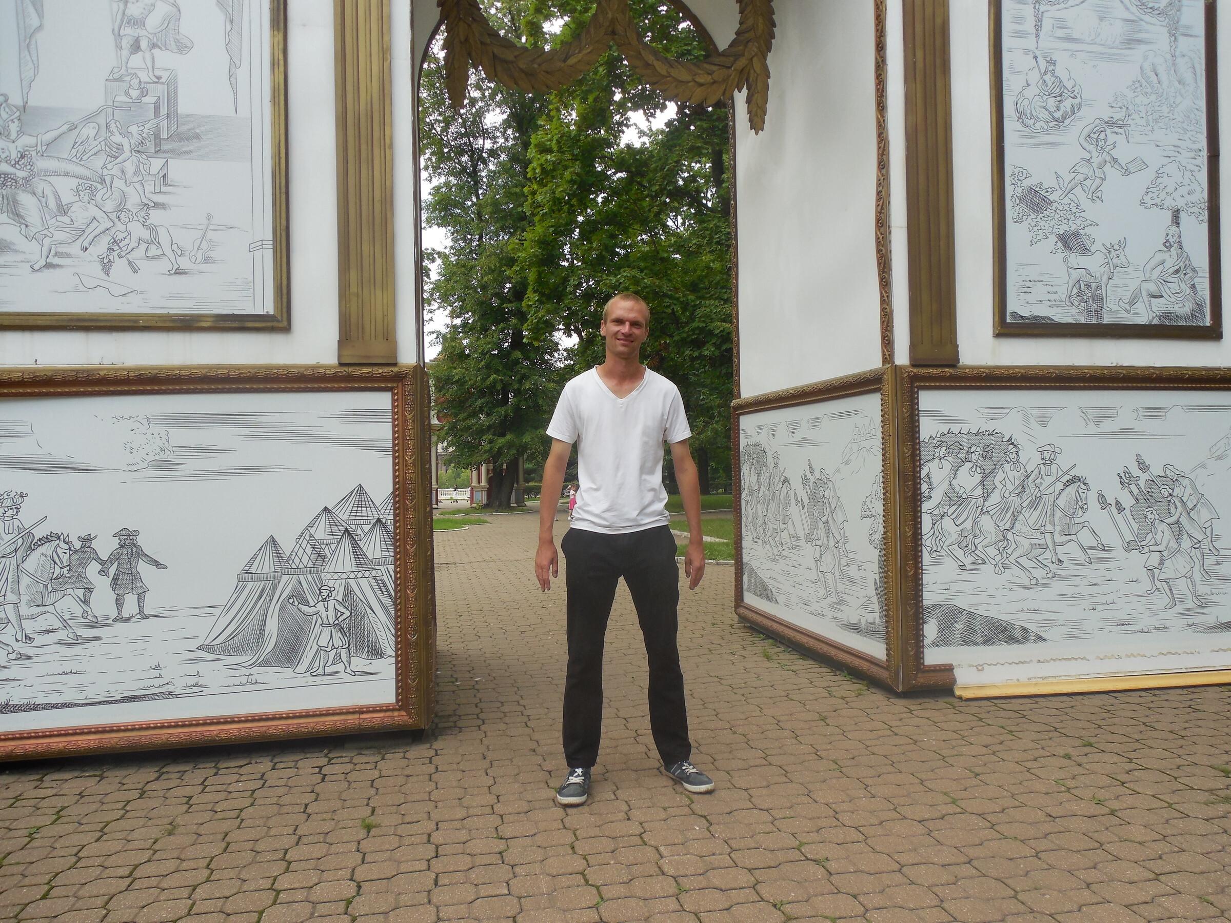 Лефортовский парк: Триумфальные ворота в честь победы в Полтавской битве, Москва - Лефортовский парк