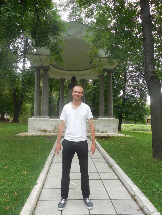 Лефортовский парк: беседка-ротонда на месте отдохновения Императора Петра Великого (памятник Петру I)