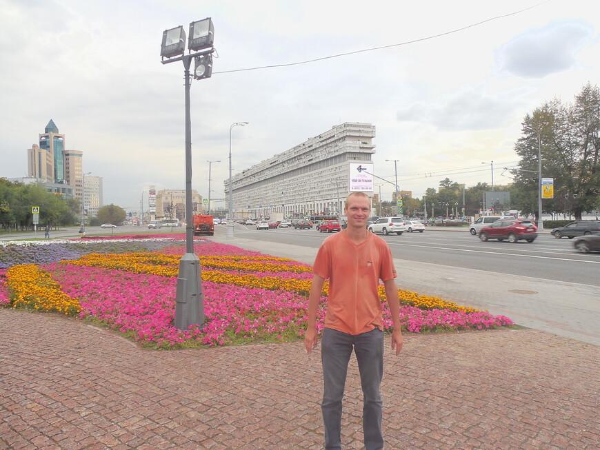 Площадь Серпуховская застава и дом-корабль