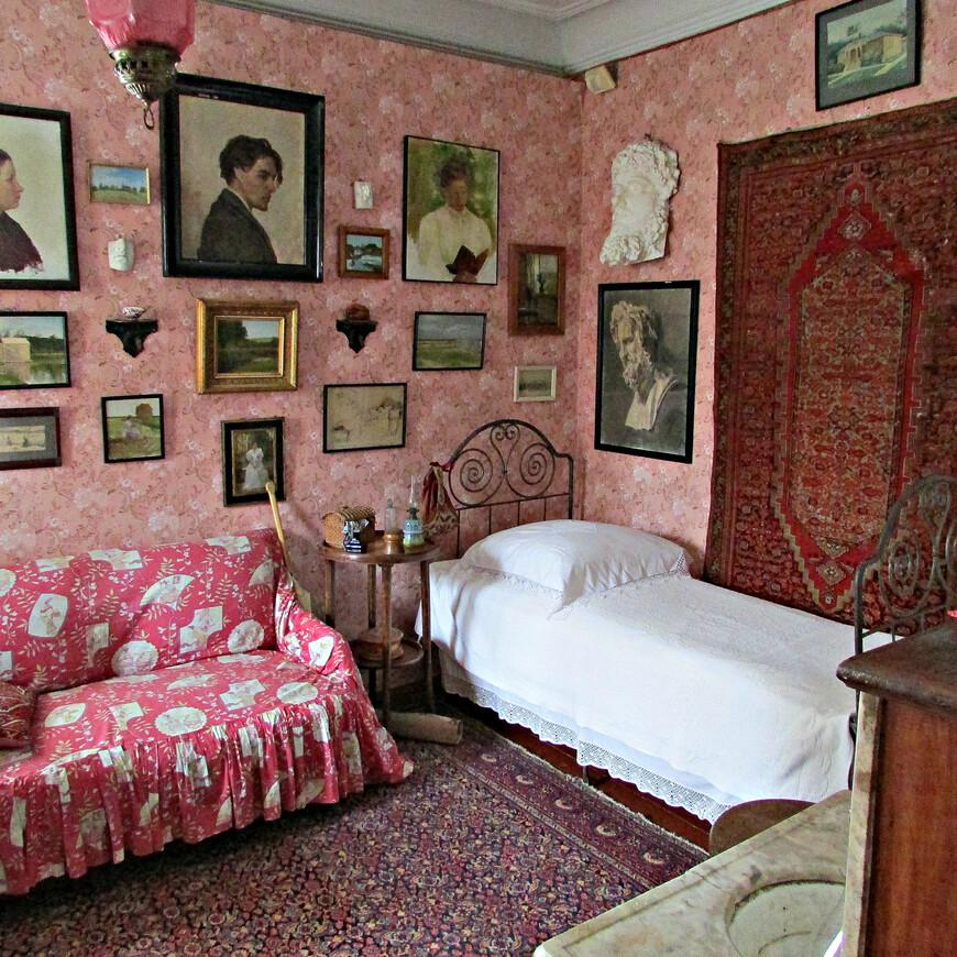 Комната Марии Павловны Чеховой, сестры писателя.