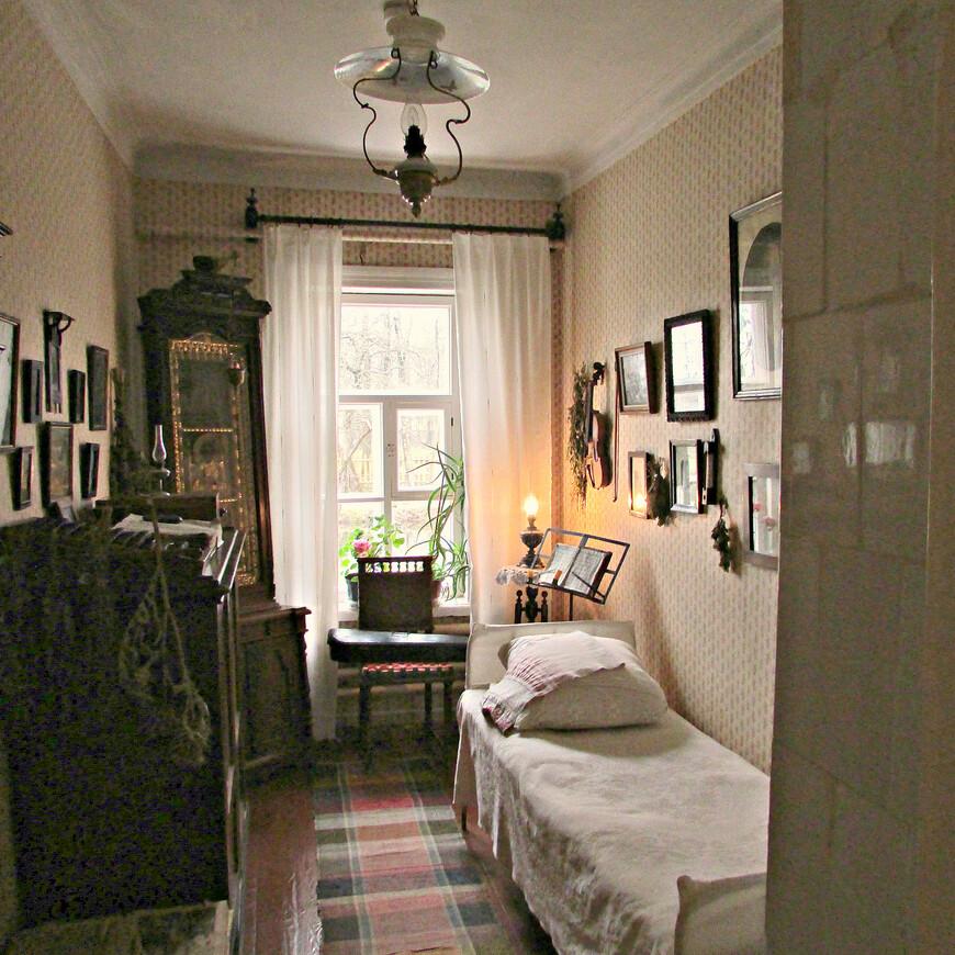 Комната Павла Егоровича Чехова, отца писателя.