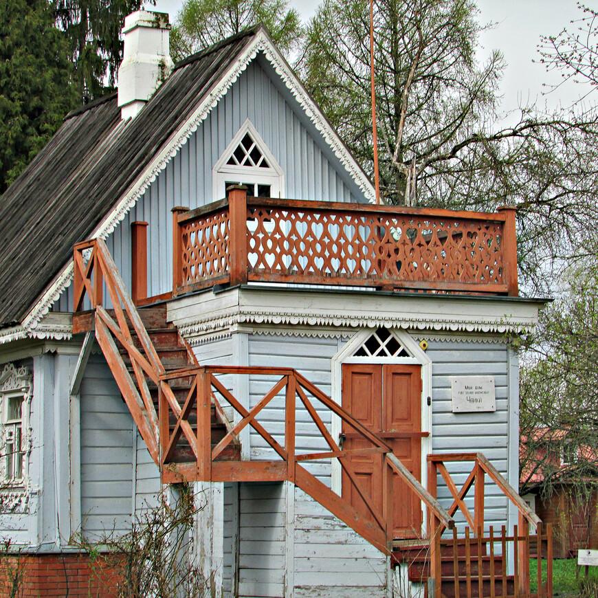Это единственная мемориальная постройка, сохранившаяся до наших дней с чеховских времен.