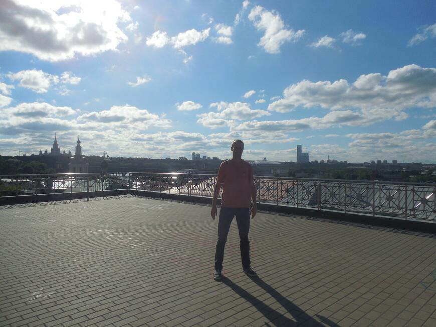 Смотровая площадка около здания президиума РАН