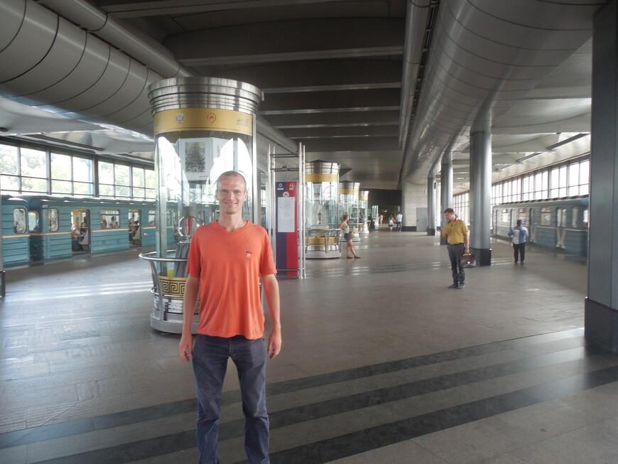 Станция метро «Воробьёвы горы» (самая длинная станция и самая первая станция в мире, появившаяся на мосту над рекой) - экспозиция экспонатов сборной команды
