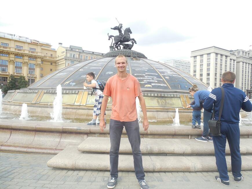 Манежная площадь: фонтан-часы «Часы мира»