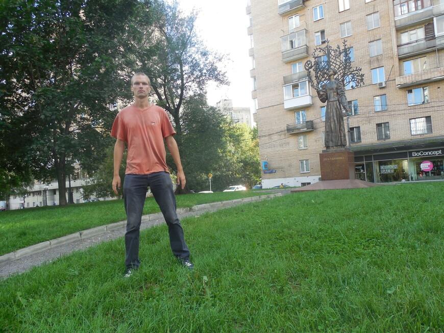 Украинский бульвар: памятник Лесе Украинке