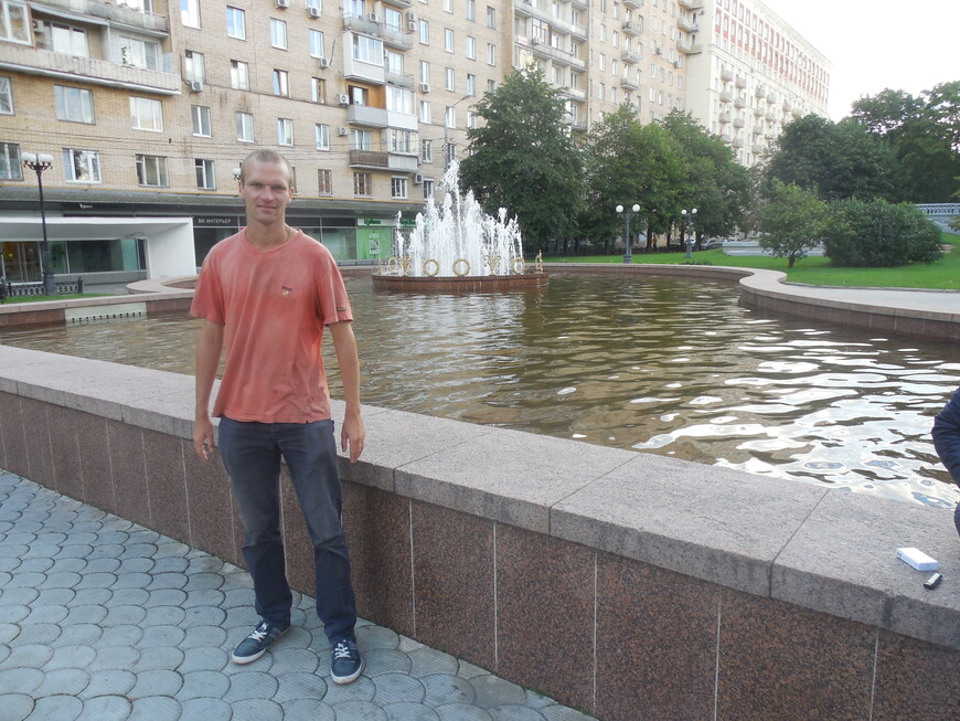 Украинский бульвар: фонтан «Стол»