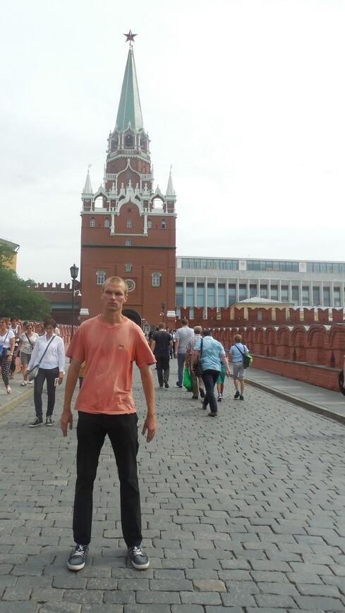 Главный вход на территорию Московского кремля - Троицкий мост и Троицкая башня