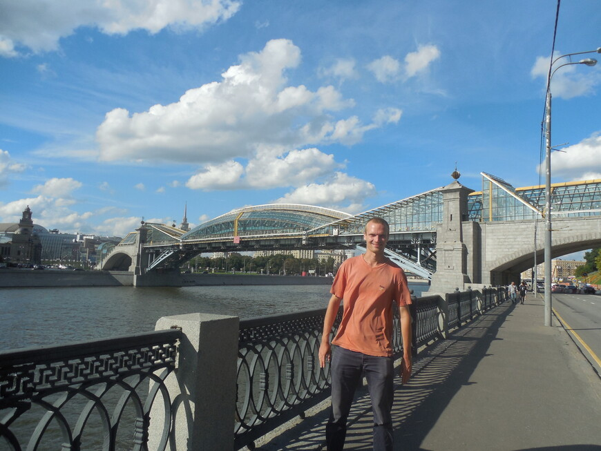 Мост Богдана Хмельницкого, Саввинская набережная и Москва-река