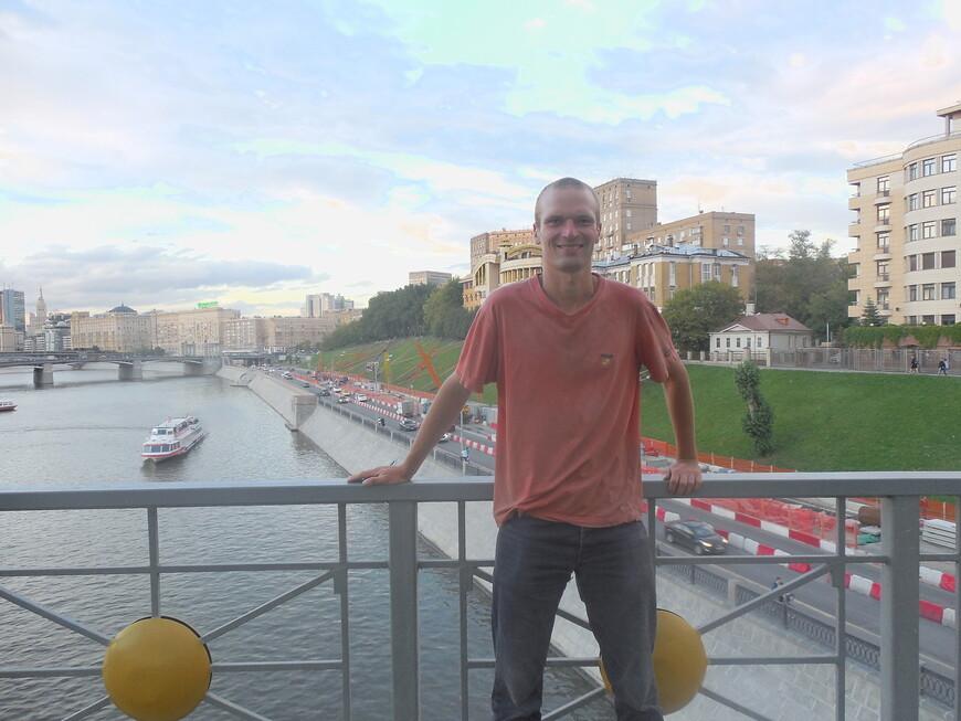 Мост Богдана Хмельницкого: смотровая площадка - вид на Ростовскую набережную и Бородинский мост (Москва-река)