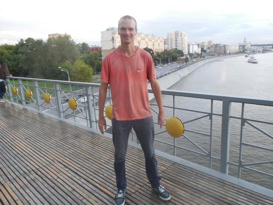 Мост Богдана Хмельницкого: смотровая площадка - вид на Саввинскую набережную (Москва-река)