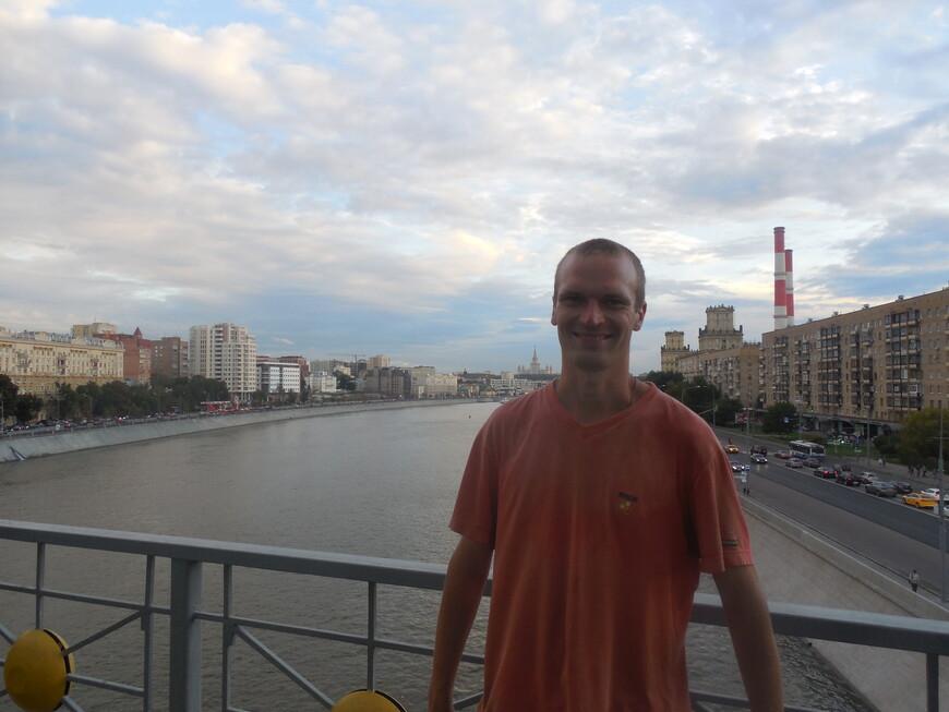 Мост Богдана Хмельницкого: смотровая площадка - вид на Саввинскую и Бережковскую набережные (Москва-река)