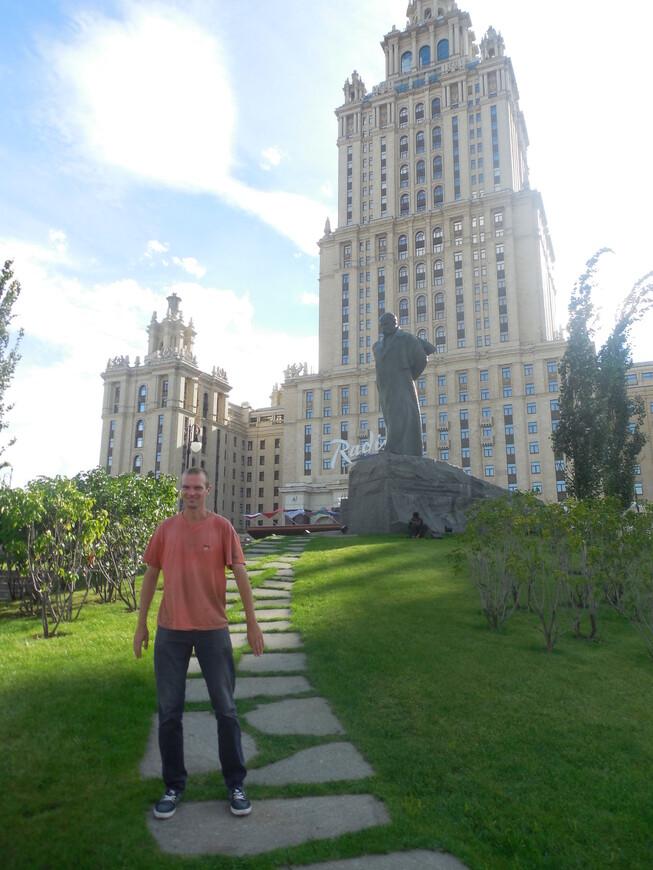 Гостиница «Украина» и памятник Тарасу Шевченко