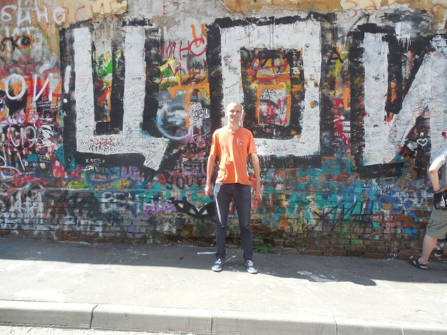 Старый Арбат: стена Виктора Цоя