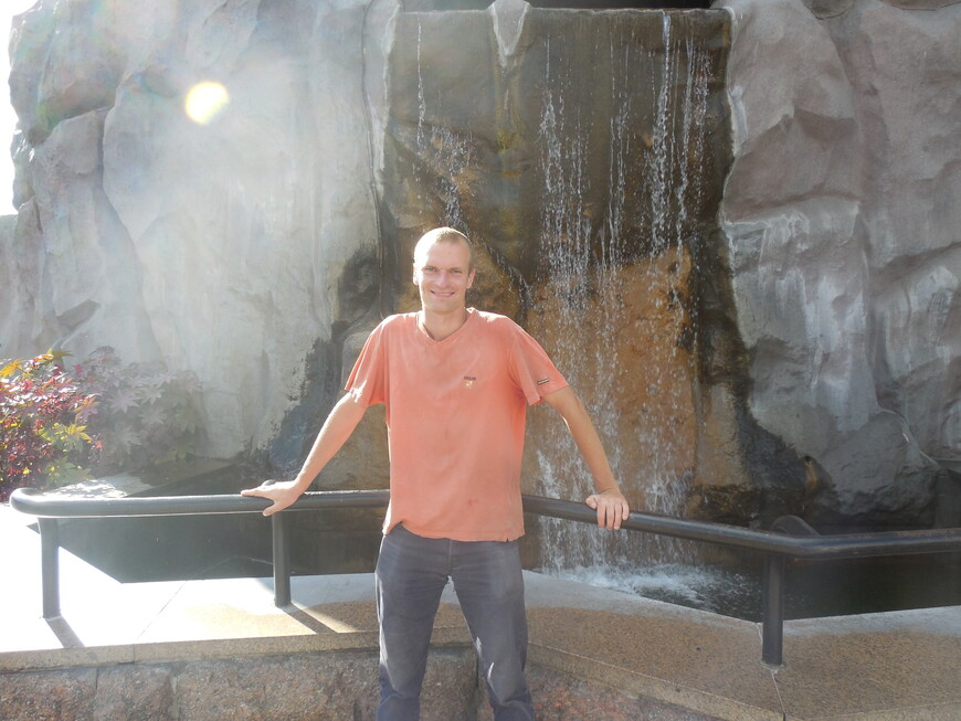 Московский зоопарк - водопад у центрального входа