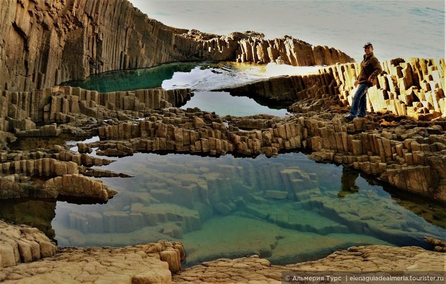 Вот такие необычные природные формирования можно встретить в природном парке Кабо де Гата.