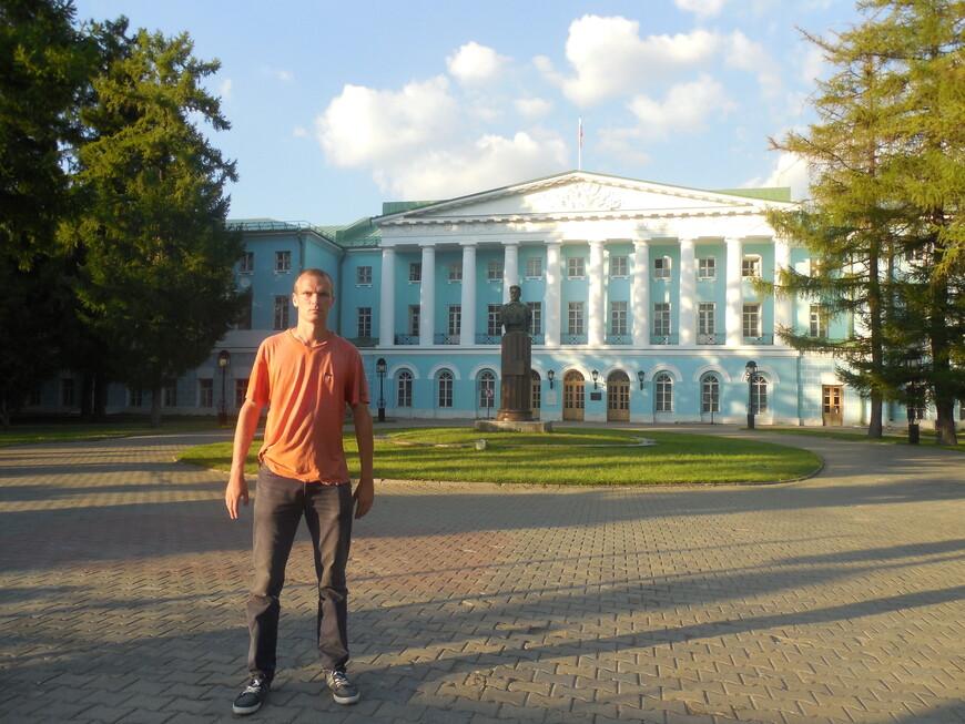 Усадьба Салтыковых и памятник Фрунзе