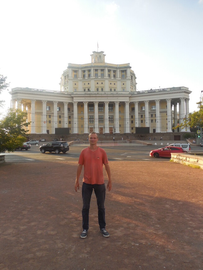 Центральный академический театр российской армии (ЦАТРА) - вид с Суворовской площади