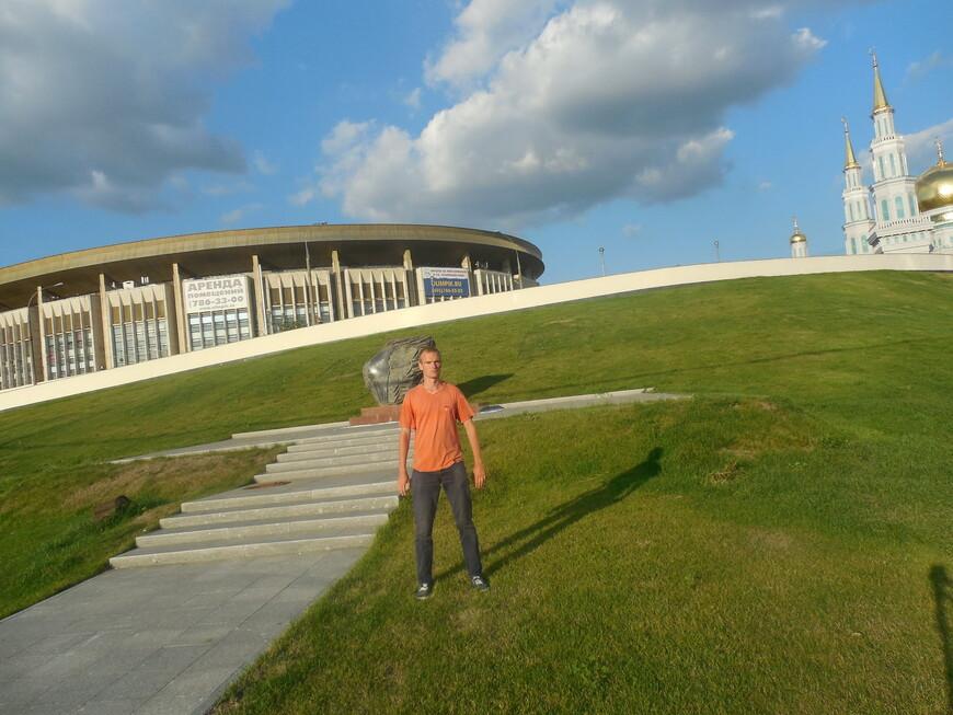 Спортивный комплекс «Олимпийский» и памятник «Героям-олимпийцам России»