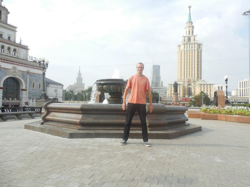 Комсомольская площадь (площадь Трёх вокзалов) - фонтан и гостиница «Ленинградская»