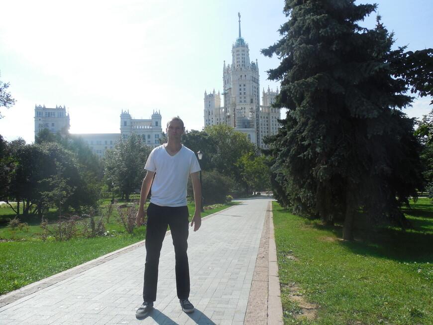 Устьинский сквер и высотка на Котельнической набережной