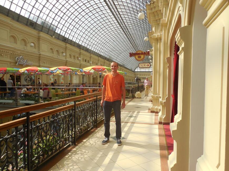 ГУМ внутри: кинозал и кафе «Фестивальное»