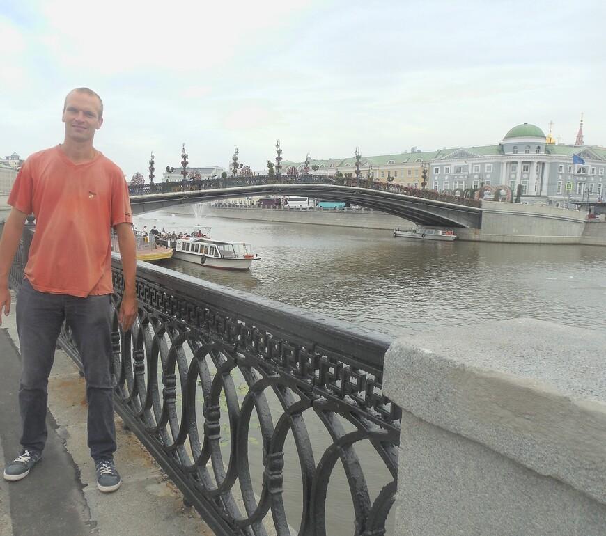 Болотная набережная, Водоотводный канал и Лужков мост