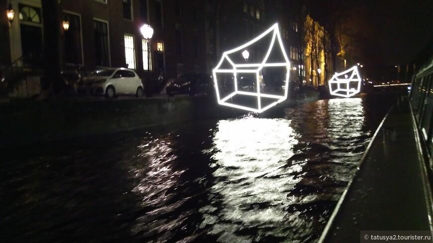 Дома на воде, еще один символ города. )