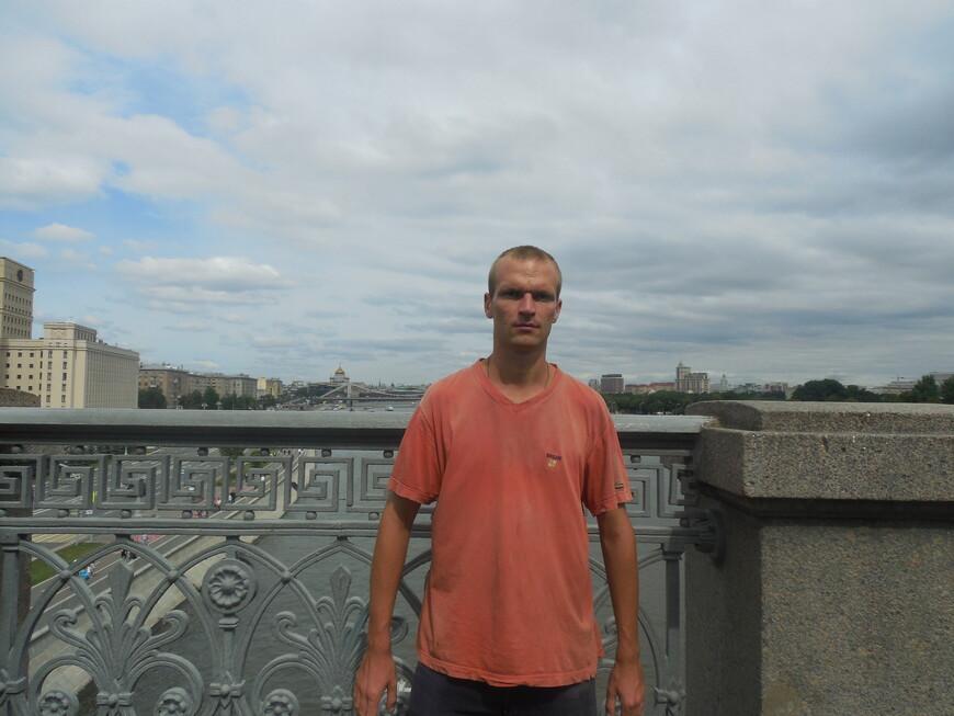 Пушкинский (Андреевский) мост: смотровая площадка - вид на Фрунзенскую и Пушкинскую набережные (Москва-река)