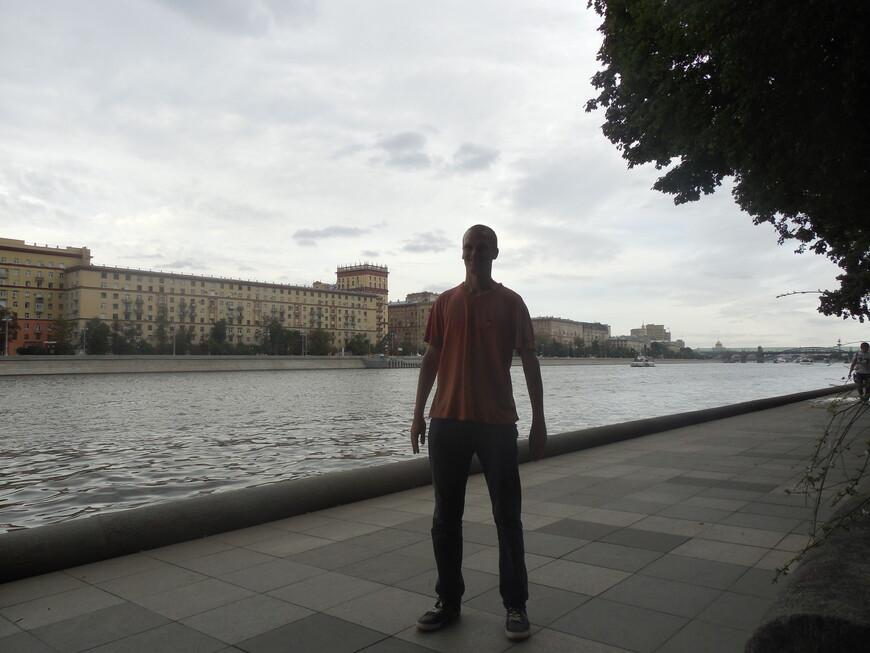 Пушкинская набережная - вид на Москву-реку и на Фрунзенскую набережную