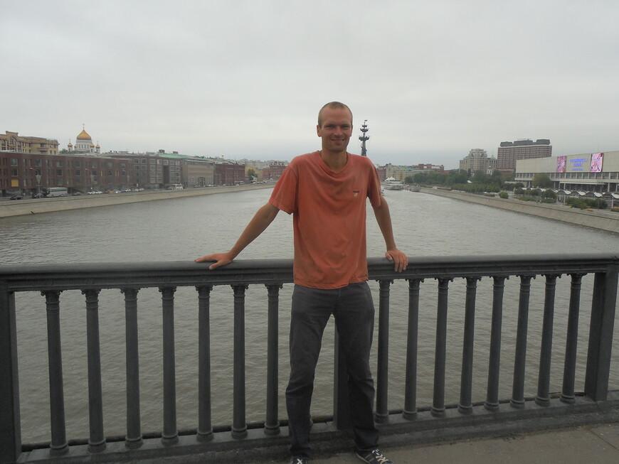 Крымский мост - вид на памятник Петру I, на Пречистенскую и Крымскую набережные (Москва-река)