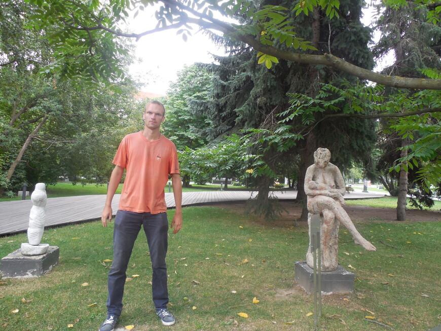Парк искусств «Музеон»: скульптура «Торс» и скульптура «Мать и дитя»