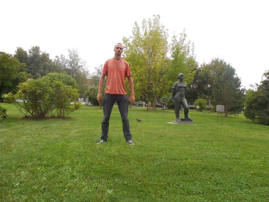 Парк искусств «Музеон»: скульптура «Строительница»