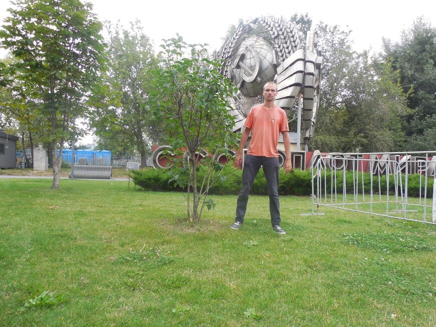Парк искусств «Музеон»: инсталляция «СССР - оплот мира»