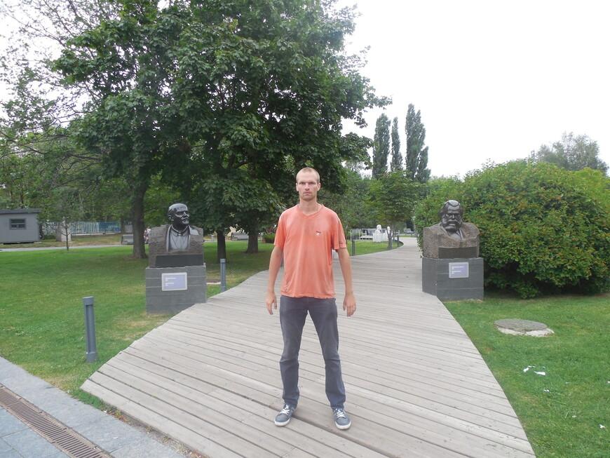 Парк искусств «Музеон»: бюст «Портрет Ленина» и бюст «Портрет Карла Маркса»