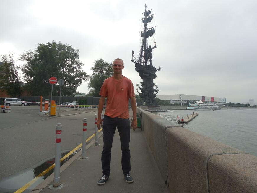 Памятник Петру I (памятник «В ознаменование 300-летия российского флота») и Москва-река