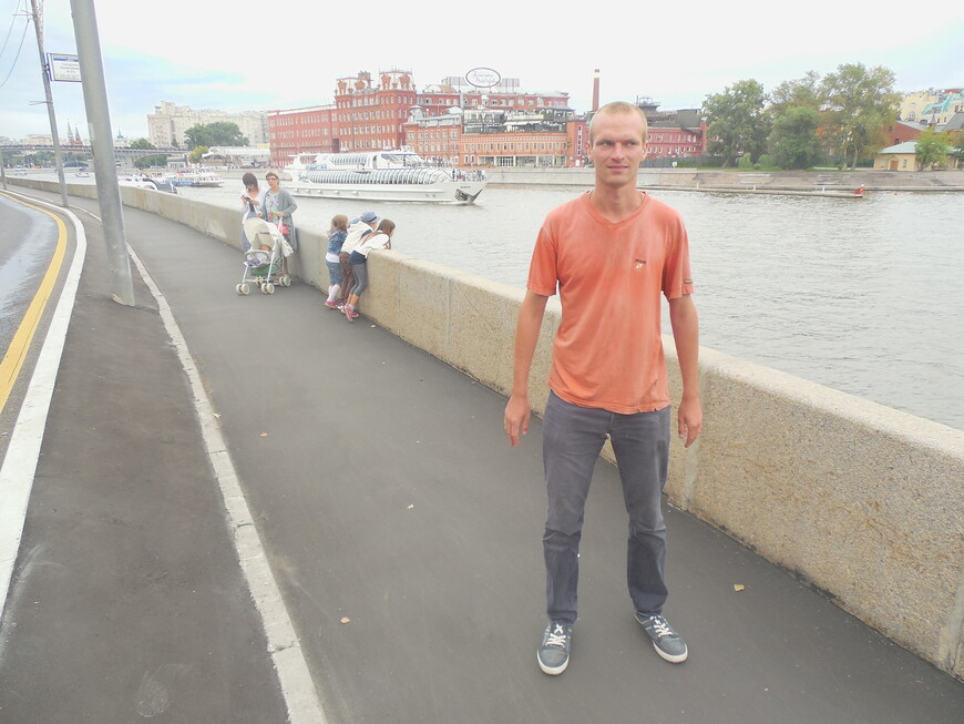 Пречистенская набережная и Москва-река