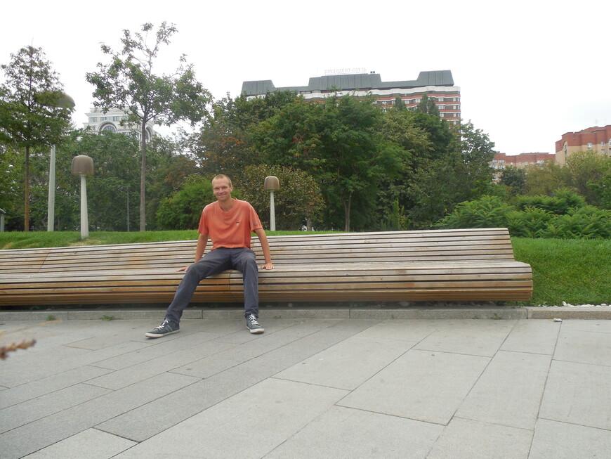 Крымская набережная - длинная скамейка