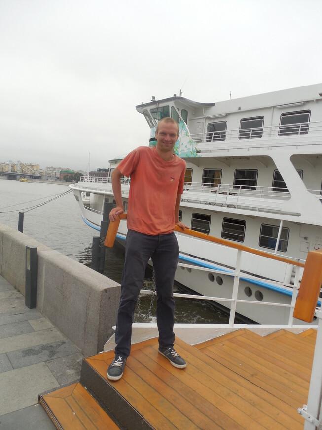 Крымская набережная - корабль «Валерий Брюсов» и Москва-река