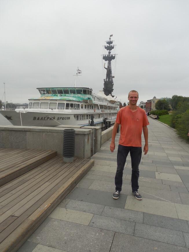 Крымская набережная - корабль «Валерий Брюсов» и памятник Петру I