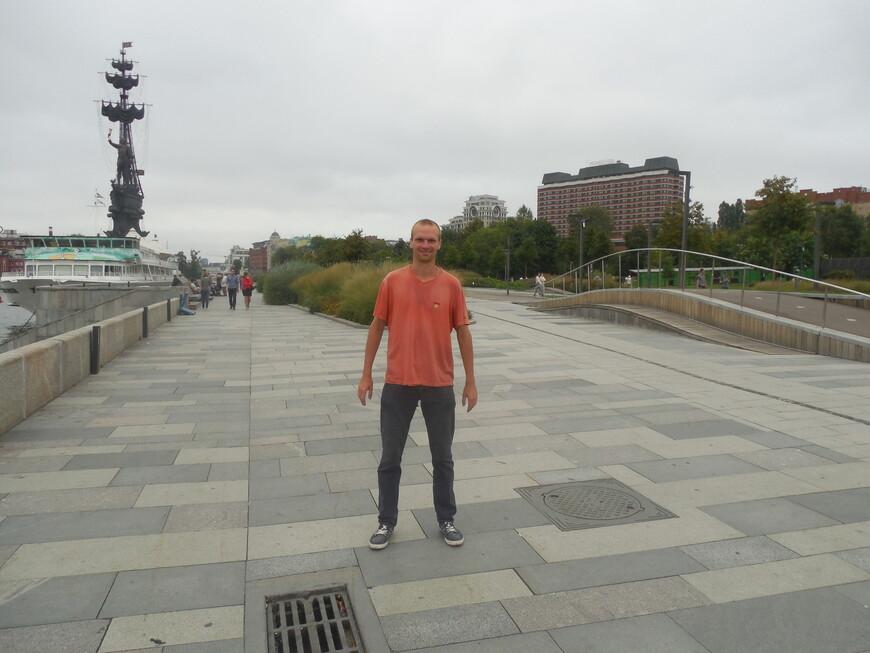 Крымская набережная - корабль «Валерий Брюсов», памятник Петру I и искусственный холм для велосипедистов